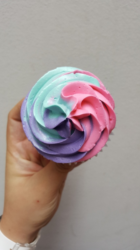 Cupcakes tricolor y unicornio (1)