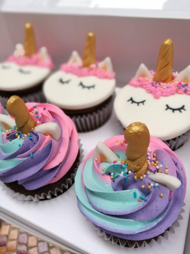 Cupcakes tricolor y unicornio (9)