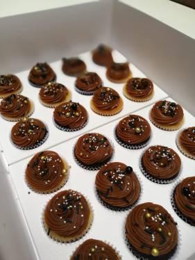 mini cupcakes negro y dorado (3)