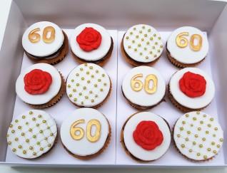 Torta y cupcakes 60 años rojo y dorado (12)