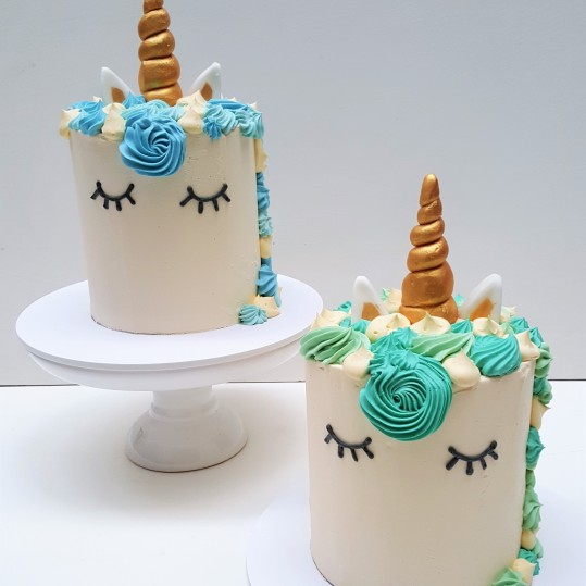 unicornios buttercream celeste y aqua y cupcakes (8)